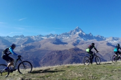 Mountain bike verso il Monviso ph. VéloViso